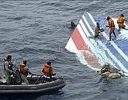 Il recupero della coda dell'Airbus A330 dell'Air France